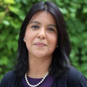 Stephanie Diaz de Leon headshot
